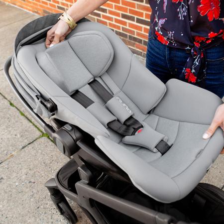Immagine di Nuna® Seggiolino auto Arra ™ i-Size 157 ° con base IsoFix 0+ (0-13 kg)