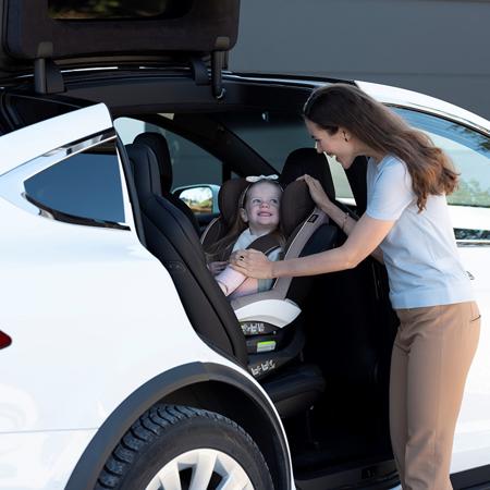 Immagine di Besafe® Seggiolino auto iZi Twist i-Size 0+/1/2/3 (0-36 kg) Black Cab