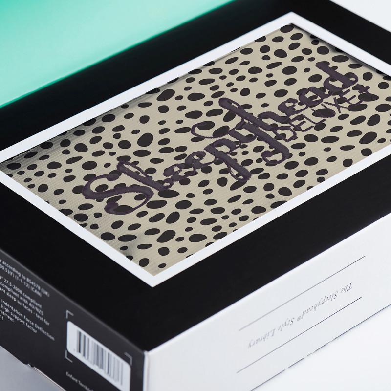 Immagine di Sleepyhead®  Rivestimento per il nido Deluxe+ (0-8m) - Painted Spots
