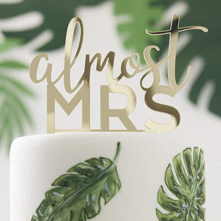 Immagine di Ginger Ray® Decorazione torta Almost Mrs
