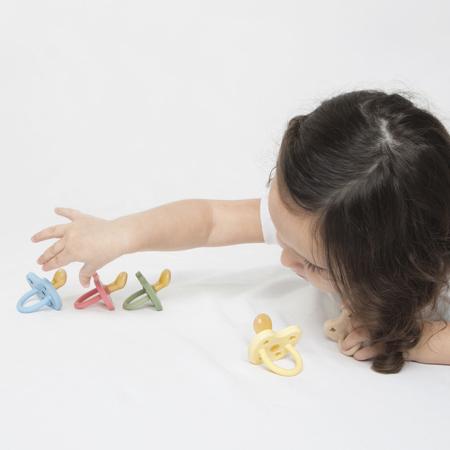 Immagine di Hevea® Ciuccio ortodontico in caucciù Colourful (3-36m) Pistachio